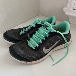 Nike Free Run Tennis Shoes